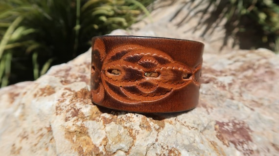 brown leather cuffupcycled leather cuffflower braceletleather braceletbrown flower cuffwomans braceletgirls braceletjewelryC203