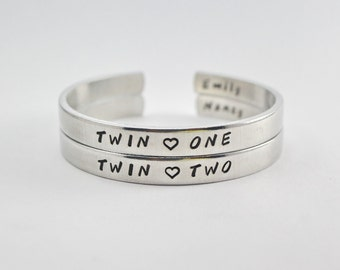 Twin One Twin Two Sisters Cuff Bracelet Set, Twin Sisters Matching Pair Bangle Bracelets, Personalized Sister Bracelet Gift, Best friends