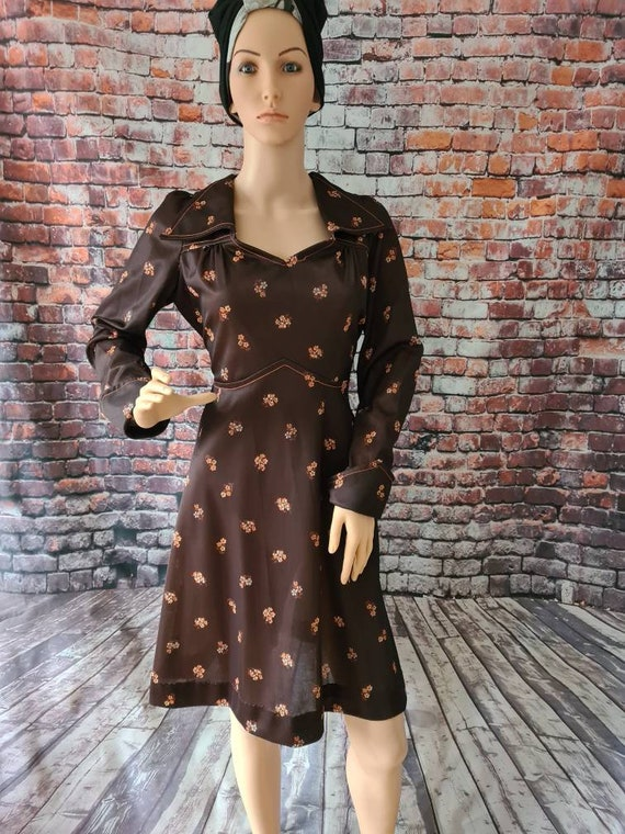 Vintage 1970s Brown Floral Print Long Sleeved Dres