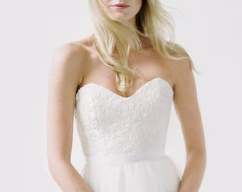 Britt // A strapless, lace sweetheart dress with a tulle skirt