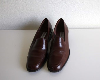 VINTAGE Womens Loafers Brown Leather Slip On Size 7.5