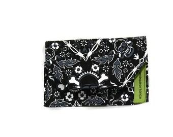 Simply Wallet - Black skulls