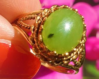 1950s Natural Soft Green Nephrite Jade Cabochon 10K Statement Ring! Vintage!