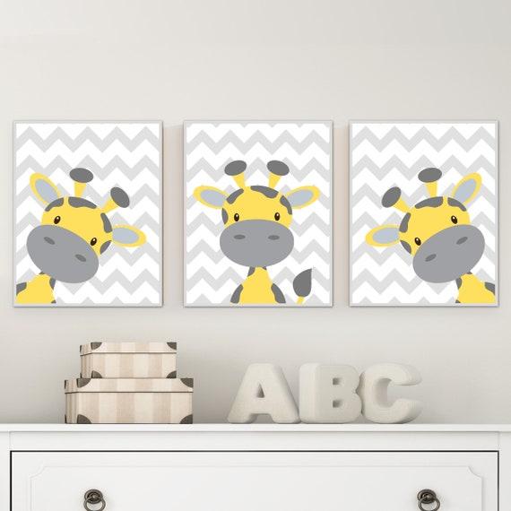 Bébé girafe crèche de l'Art. Chambre de bébé jaune et gris Art déco.  Chambre de bébé girafe estampes avec Chevron fond - H213