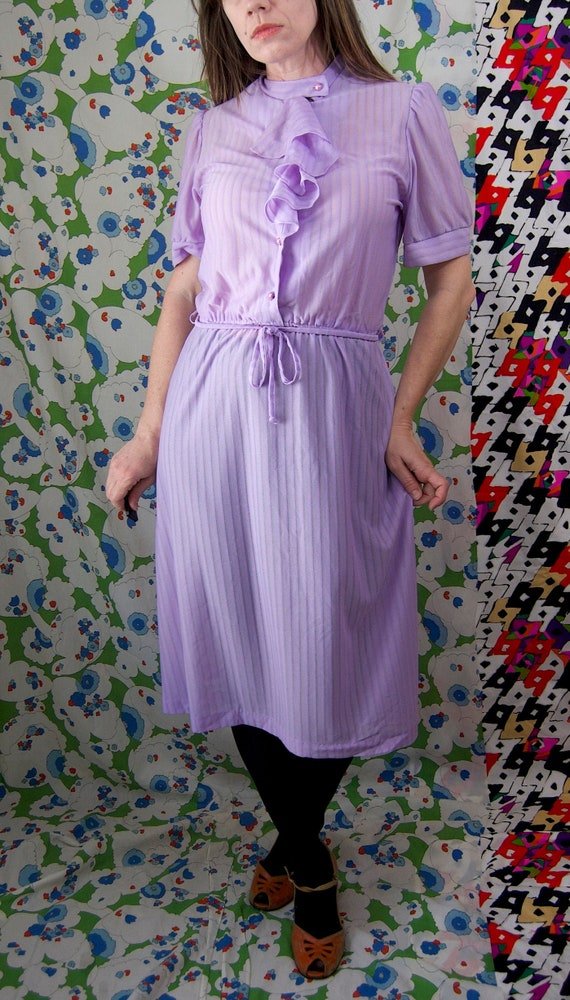 Vintage 1970's Pastel LILAC & Silver Belted RUFFL… - image 2