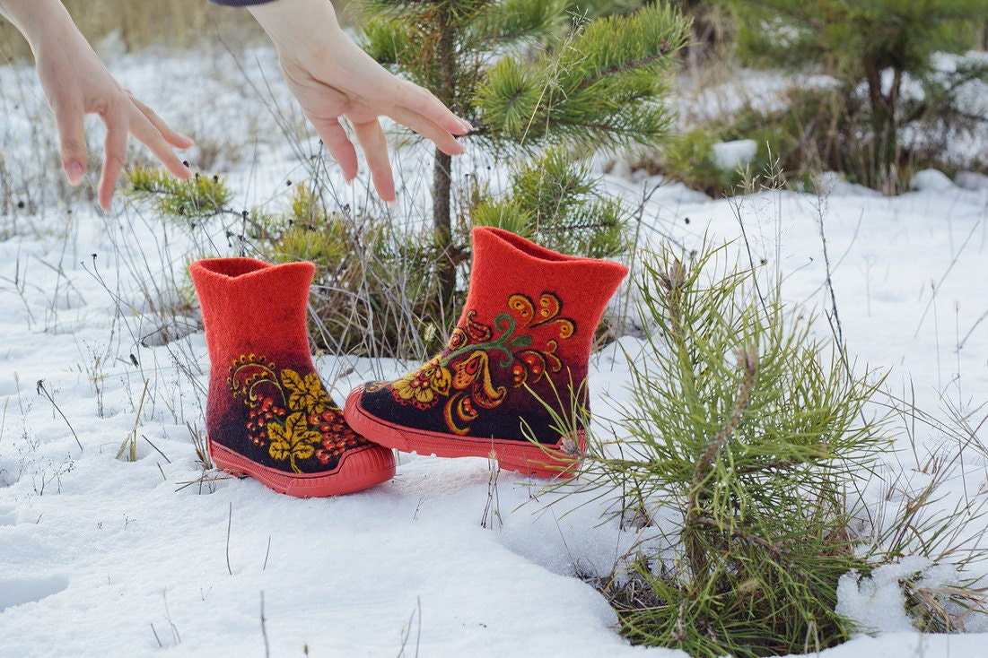 Children felted wool boots Felt multicolor wool shoes Needle felting Khokhloma wool multicolor painting Warm winter footwear for kids Snow baby booties 7e486e