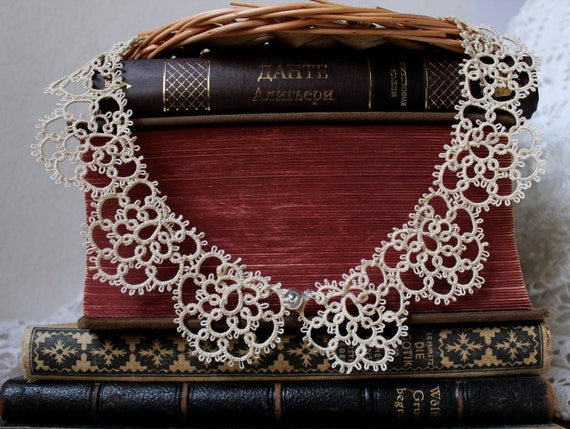 Tatting lace necklace Vinous collar Purple Old style neck accessory Victorian Tatted jewellery Gothic necklace