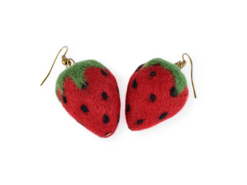 fca5f380f1d5e Truskawka truskawka Kolczyki czerwone owoce Biżuteria | Etsy