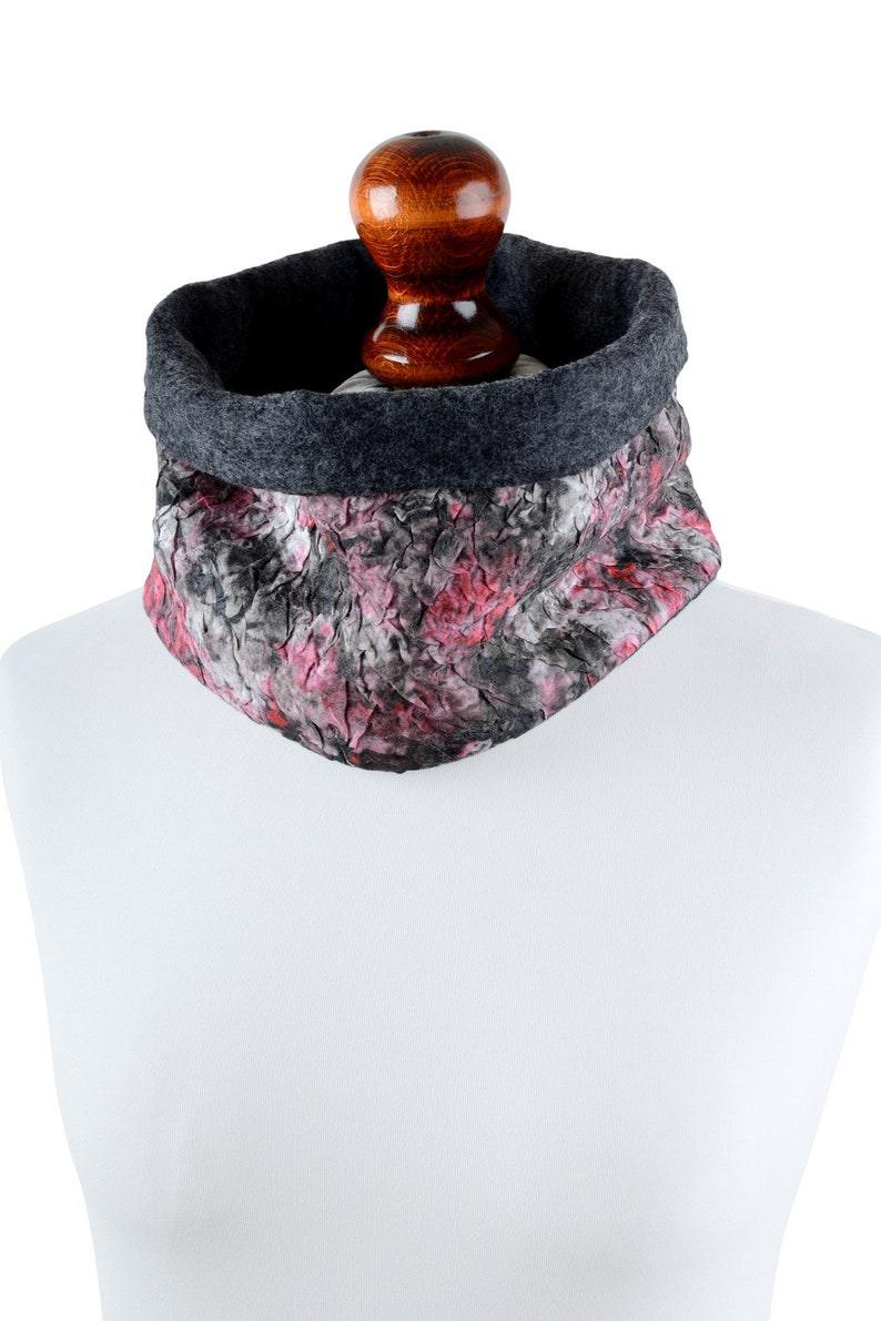 Felted tube scarf for women chic cowl scarf for her IS23 marble neck warmer in red /& black snood scarf with warm merino wool lining