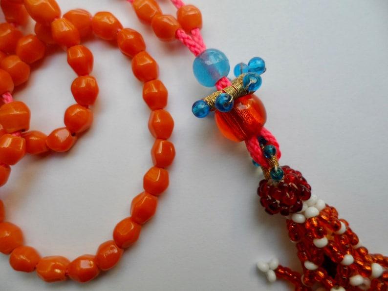 Handgemaakte mala van 108 oranje glaskralen met vintage kralenkwast Kuchi Afghanistan