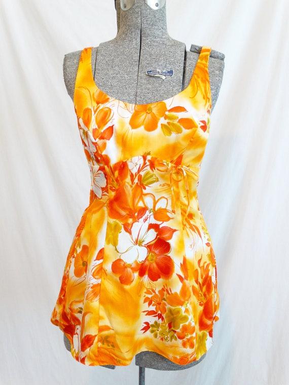 1960s Paradise Hawaii Hawaiian Print Swimsuit Top