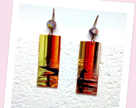 Boucles d'oreilles percées femme--Boucles d'oreilles colorées peinture pirogue Africaine sous forme de rectangle en pendentif d'oreilles
