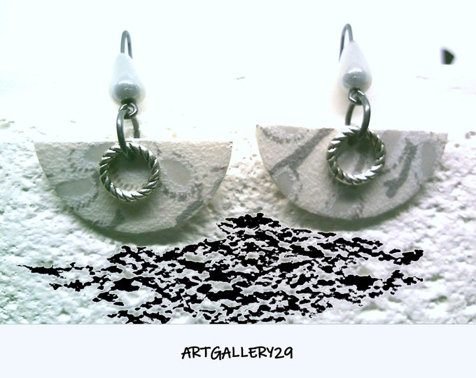 Delicate earrings, pale gray, gray / WHITE HALF-CERCLE earrings, Japanese style earrings, long gray hooks