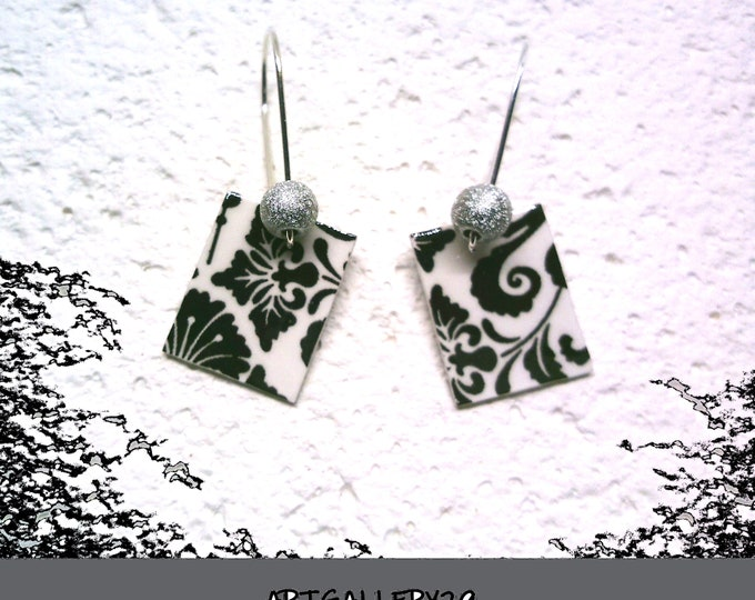 Minimalist: Minimalist black/white earrings, retro style, small black and white rectangle, silver sleeper