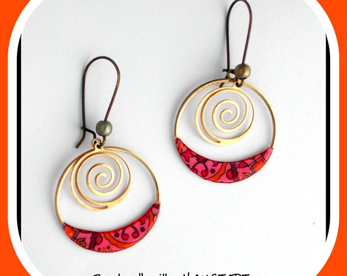 Spiral collection: Golden creole earrings, paper, golden spiral, brass and paper material, orange and fushia color, Indian style