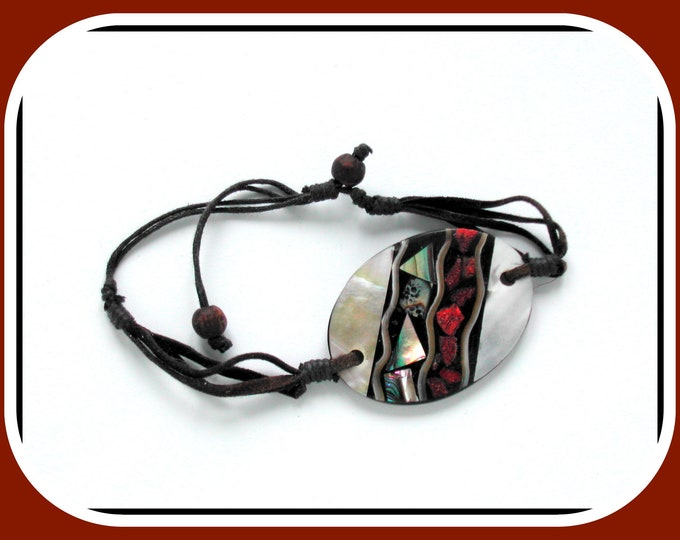 Mother-of-pearl bracelet on black resin, adjustable in brown leather, large mother-of-pearl oval, mother-of-pearl mosaic mounted