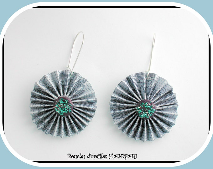 ETSY // Gray and white blue round earrings, origami, daisy paper, blue gray original earrings