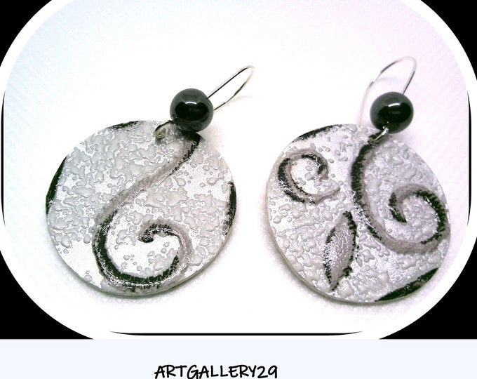 Round gray ARGENTEES earrings in silver dormeuse and gray ARABESQUE pattern on a silver background, HEMATITE round pearls