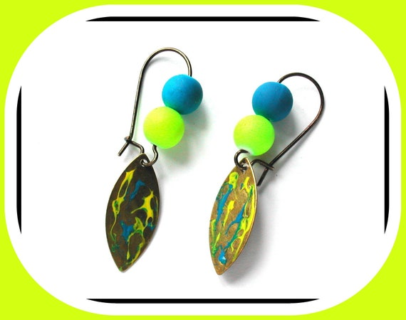 FLUO COLLECTION: Yellow and blue earrings, oval shuttle on bronze sleeper, original handmade creation