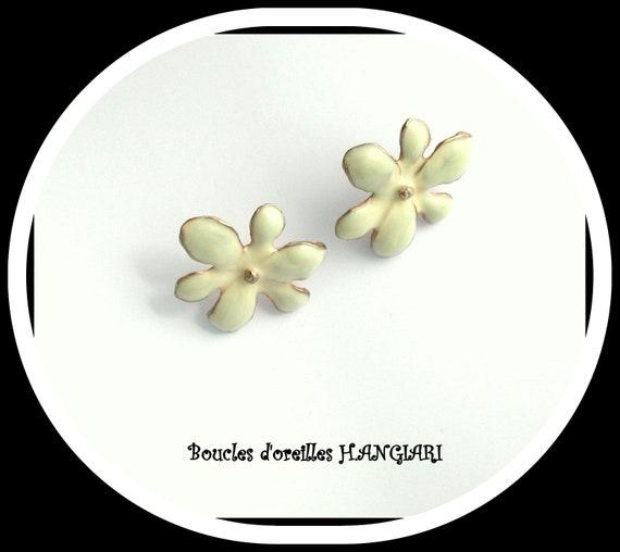 Enamelled Collection: Broken white enamel earrings flower shape, light beige enameled flower studs, beige ear studs
