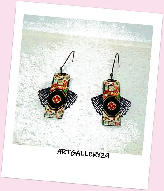 Boucles d'oreilles style asiatique papier japonais mandala fleuri sur rectangle en pendentif, éventail noir en breloque, japonaiserie