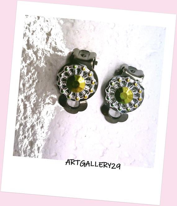 Yellow / green clip earrings, gray metal ear clips, yellow / green rhinestones, small clips, green / yellow ear clips, minimalist