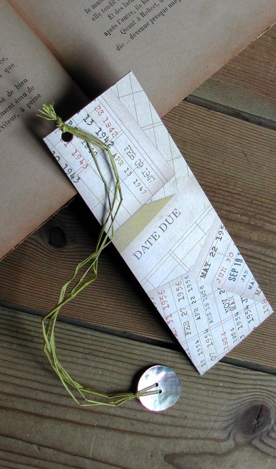 Handmade retro bookmark, 50s page mark, vintage bookmark, aniseed green raffia, mother-of-pearl button