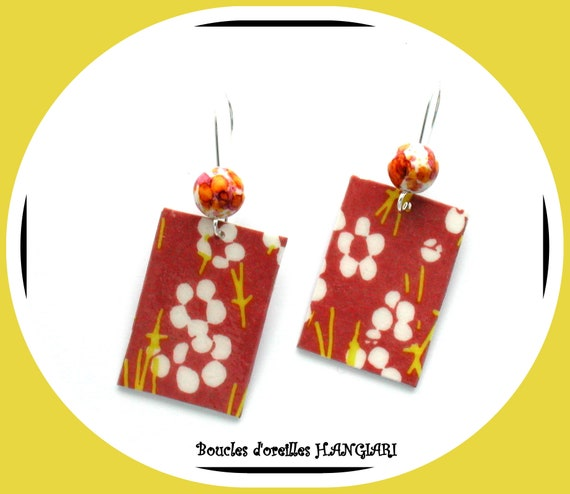 Pink white flowers earrings brown background, wine lie, rectangular shape in silver sleeper
