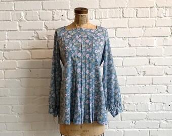 1970s Peasant Style Blouse // 70s Blue Pink Floral Long Sleeve Boho Blouse // Vintage 1970s Floral Blouse