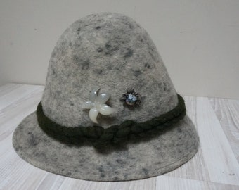 1d8f492c829fd Tyrolean gray speckled felted fedora warm hat with edelweiss flower  Innsbruck pin badge Retro Vintage made in Germany Octoberfest German