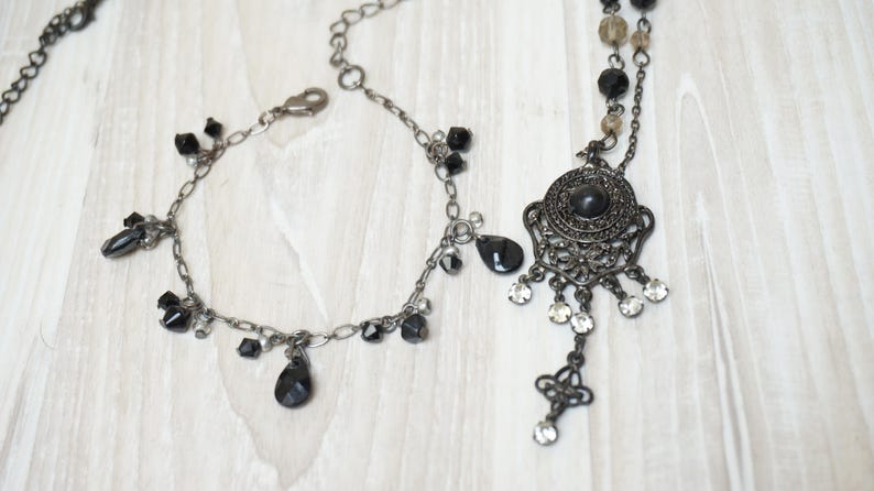 Chain Necklace bracelet Jewelry vintage Retro color 1990s made in Europe gunmetal black metal set of 2 bangle old beaded faceted rhinestone