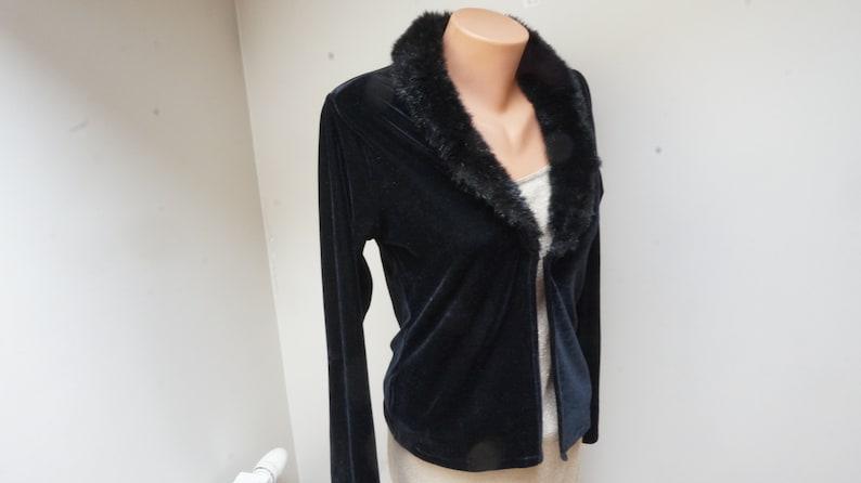 Black velvet blazer jacket Blouse top Retro Vintage Europe 1990s Made by HENNES in M medium size v neck long sleeve faux fur collar velour