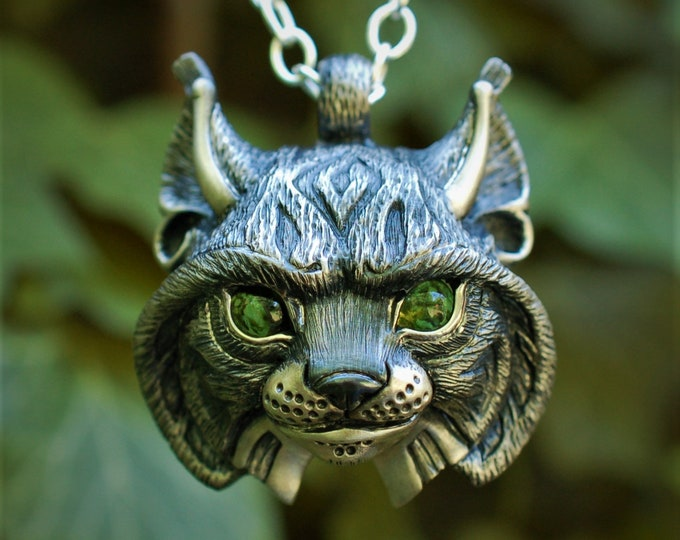 Lynx Necklace, lynx head pendant, silver and peridot jewelry, solid silver chain.