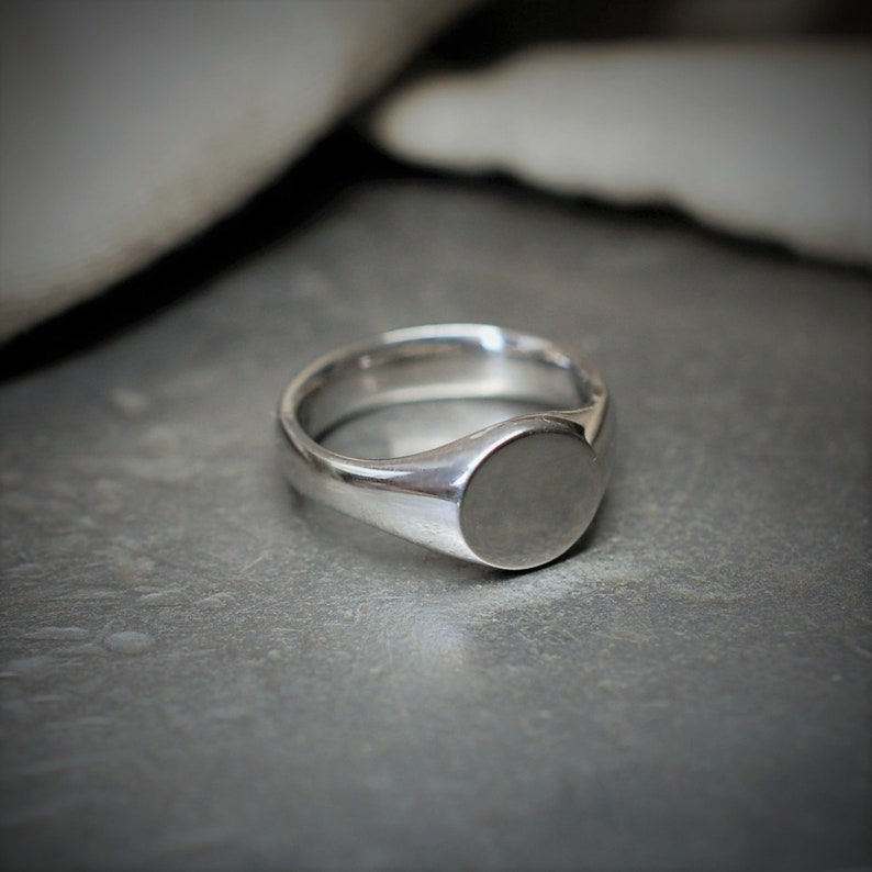 950 Palladium signet ring suitable for a Lady or young image 0