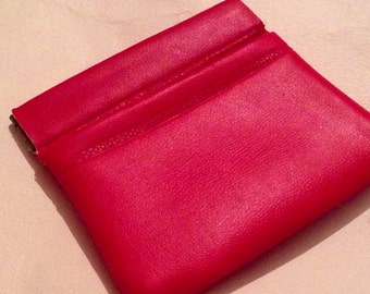 Vintage 1960-1970s Red Vinyl Snap Back Coin Purse