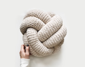 CROCHET PATTERN ⨯ Knot pillow ⨯ The Mare
