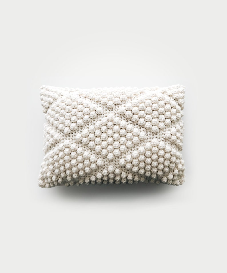 CROCHET PATTERN  Diamond bobble pillow  The Labadee image 0