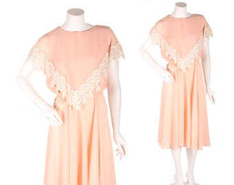 1970s Pale Peach Pink Floaty Chiffon Knee Length Fiolage Leaf Lace Detail Dress by Ursula of Switzerland -1XL