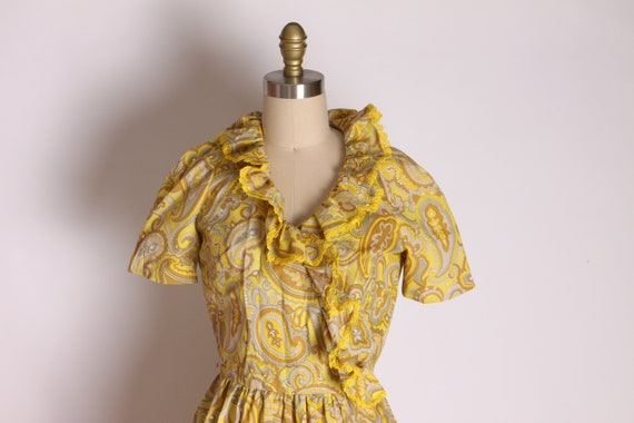 1960s Mustard Yellow and Tan Paisley Print Ruffle… - image 4