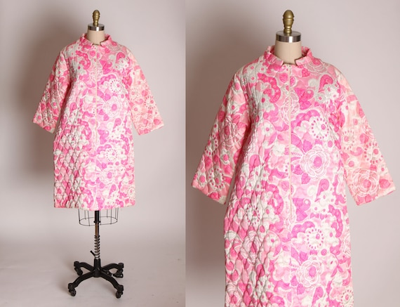 1960s Pink and White Quilted Mod Floral Flower Pow