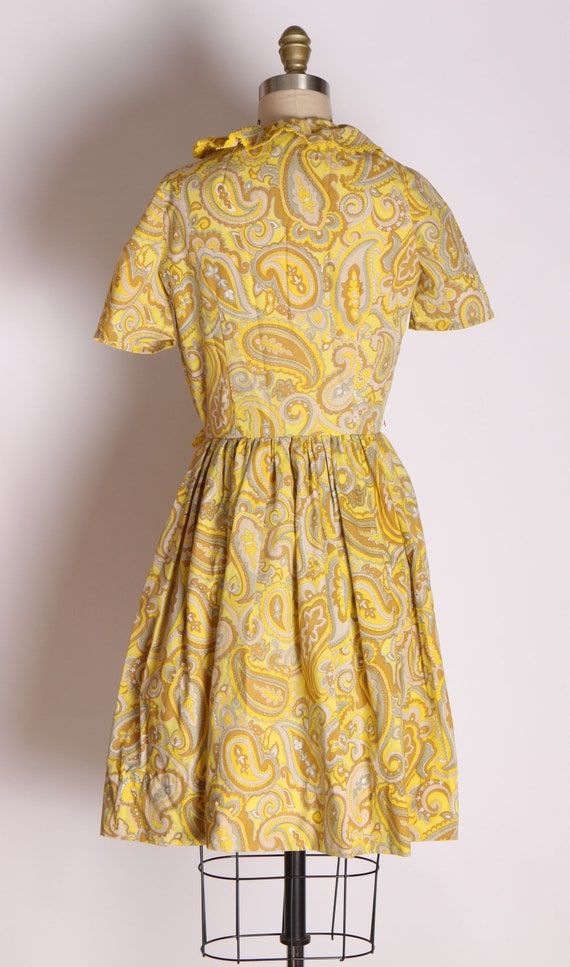 1960s Mustard Yellow and Tan Paisley Print Ruffle… - image 9