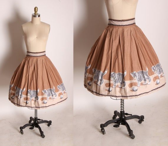 1950s Novelty Tan, White and Gray Kittens Playing with Yarn Ball Gathered Skirt -S