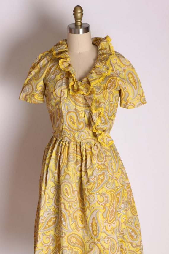 1960s Mustard Yellow and Tan Paisley Print Ruffle… - image 3