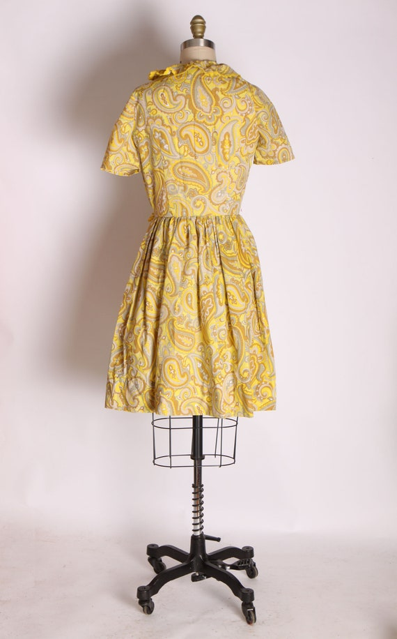 1960s Mustard Yellow and Tan Paisley Print Ruffle… - image 8