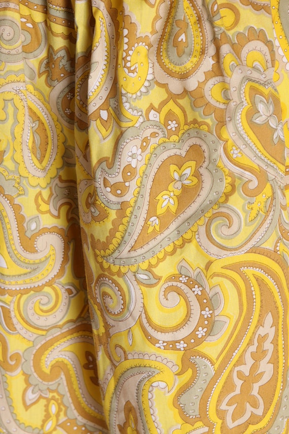 1960s Mustard Yellow and Tan Paisley Print Ruffle… - image 7