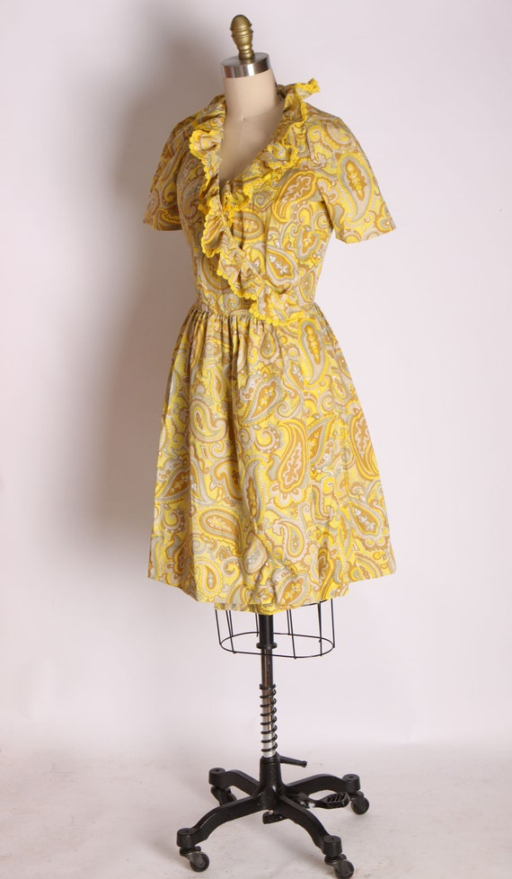 1960s Mustard Yellow and Tan Paisley Print Ruffle… - image 5