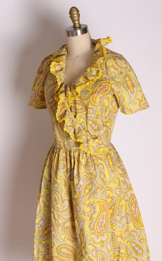 1960s Mustard Yellow and Tan Paisley Print Ruffle… - image 6