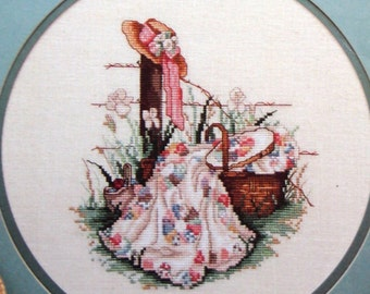 Summers Remembered By Paula Vaughan Vintage Cross Stitch Pattern Leaflet 1985