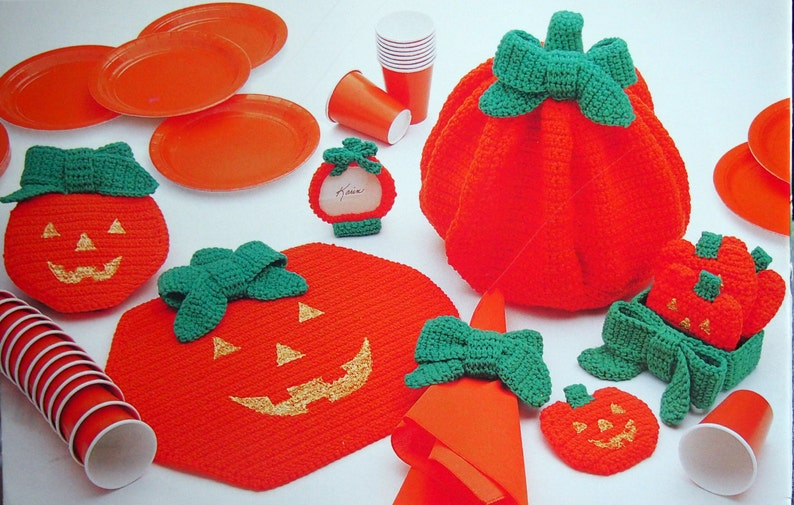 Holiday Place Settings By Karin Strom And Annie's Attic image 0