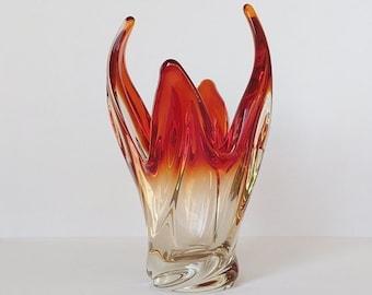 Kristal glazen vaas uitgevoerd in rode vlammen